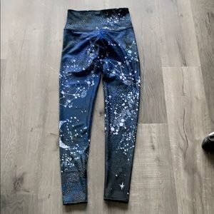 Onzie constellation leggings size small